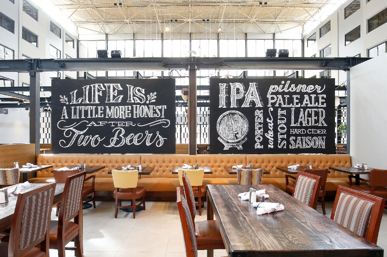 3c.pint-brothers-alehouse-restaurant-design-branding-artwork-chalk-lettering